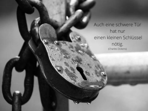 Auch eine schwere Tür hat nur einen kleinen Schlüssel nötig.