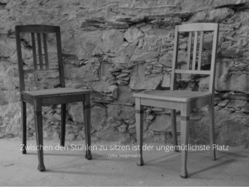 Zwischen den Stühlen zu sitzen ist der der ungemütlichste Platz (Silke Steigerwald)